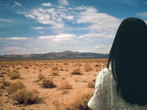 woman-desert